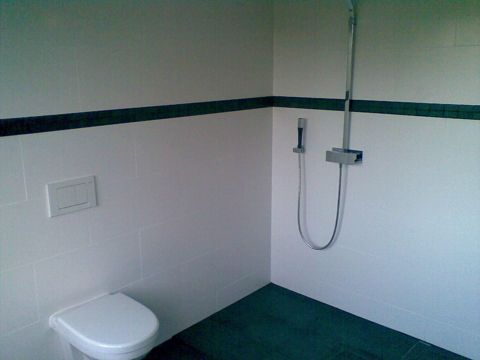 Badkamer Onder Dakkapel : Badkamer zeewolde vergroot dmv dakkapel wandradiator en inbouw