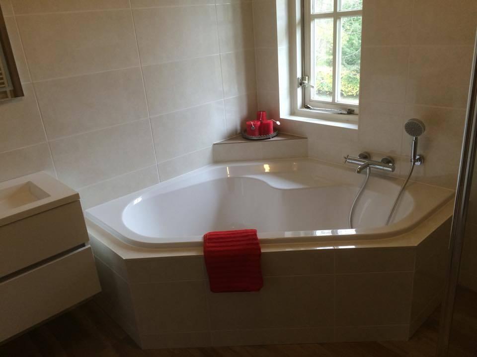 bad  badkamer almere met hoekbad  timmer en montagebedrijf klever, Meubels Ideeën