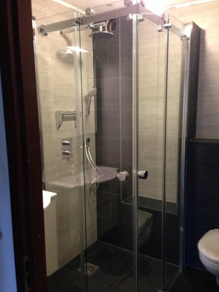 Douchewand – Badkamer Hattem met aanpassingen