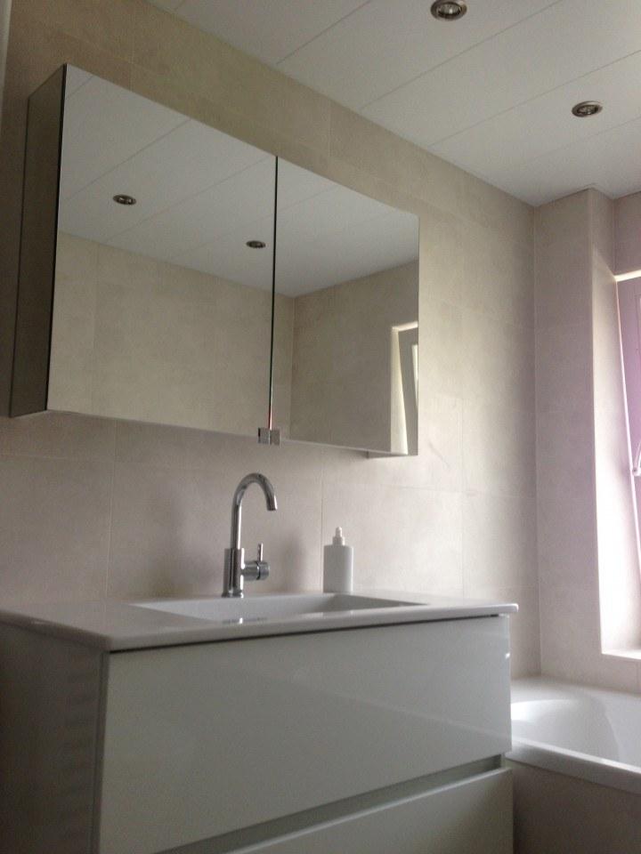 Wasbak – Badkamer Amersfoort met raam en gevel gemaakt