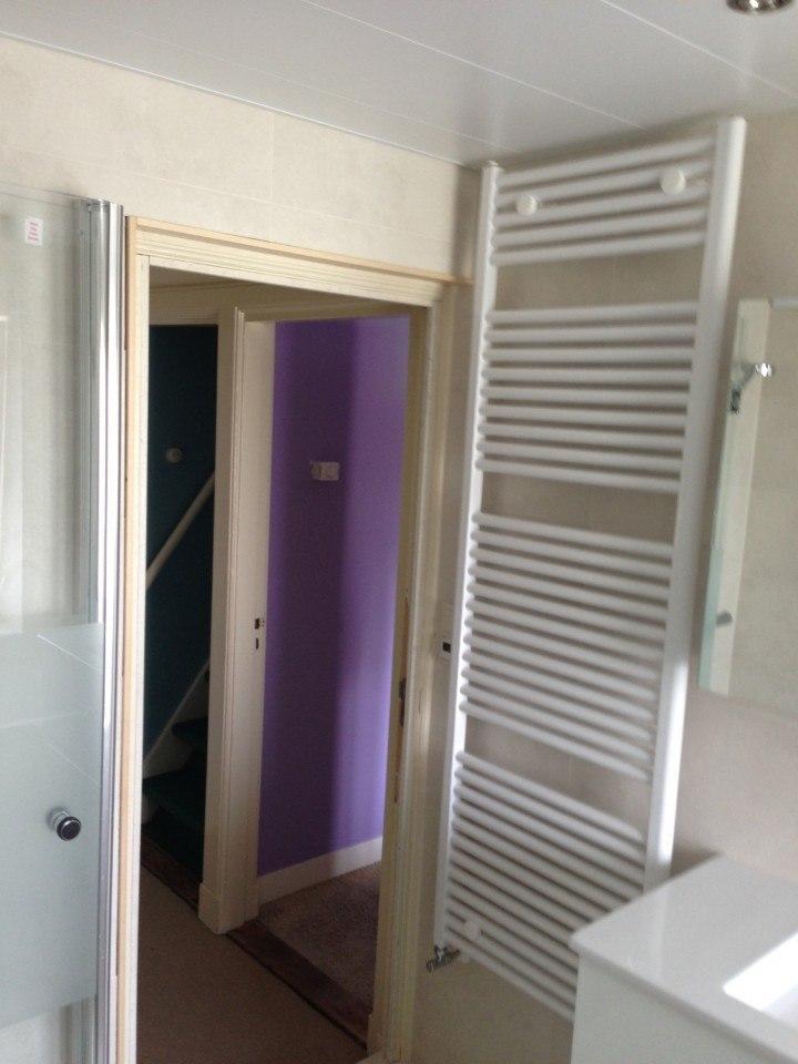 Radiator – Badkamer Amersfoort met raam en gevel gemaakt