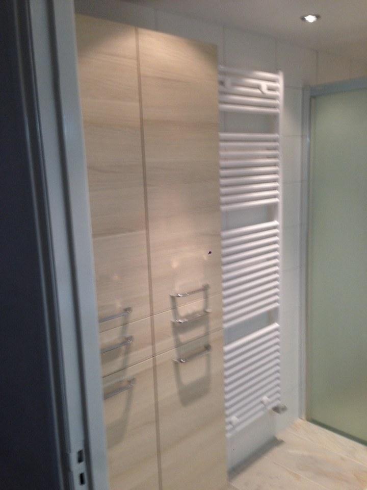 badkamer harderwijk met gematteerde schuifdeur  timmer en, Meubels Ideeën