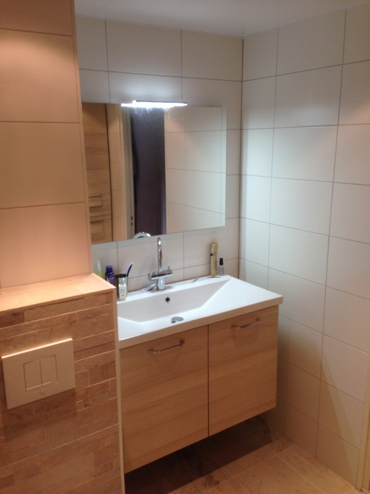 Badkamer harderwijk met gematteerde schuifdeur timmer en ...