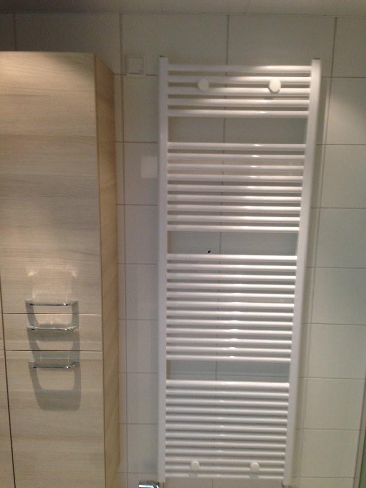 Badkamer Harderwijk met gematteerde schuifdeur - Timmer- en ...
